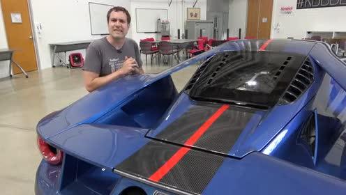 福特GT的全新20英寸铝制轮圈配合橙色刹车卡钳