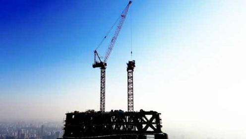 武汉绿地亚洲最大塔吊拆除:华中第一高楼靠它拔地而起