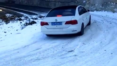 就这技术还敢在雪地上行驶,路人都笑出了杀猪声,太尴尬了!