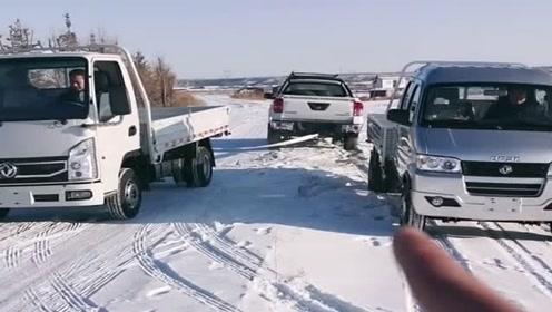 皮卡对战两辆小货车,这玩法厉害了,一起来见证奇迹吧!