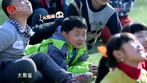 李沁魏大勋给孩子上课不忘撒狗粮,为逗孩子开心,把脸都豁出去了