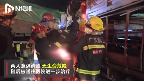 广东梅州3辆大车相撞,现场有燃油泄漏,2人被困驾驶室