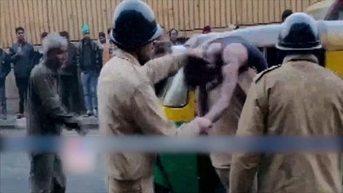 印度首都一工厂突发大火 致至少43死56伤 总理莫迪:异常恐怖