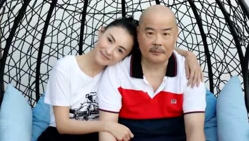 张柏芝和父亲罕见同框 依偎在爸爸的肩上露甜笑