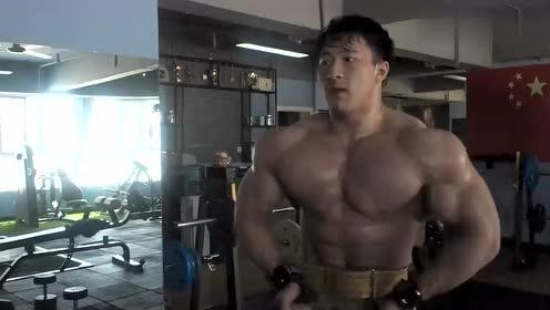肌肉秀:坚持不一定会失败,放弃就一定会失败!