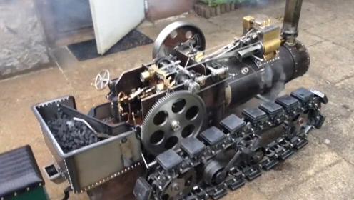 60岁大爷自制无轨火车,还是烧煤蒸汽车,太精致了!