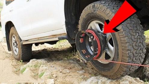 牛人发明可拆卸绞盘,安装在轮圈上,油门一踩轻松脱困!