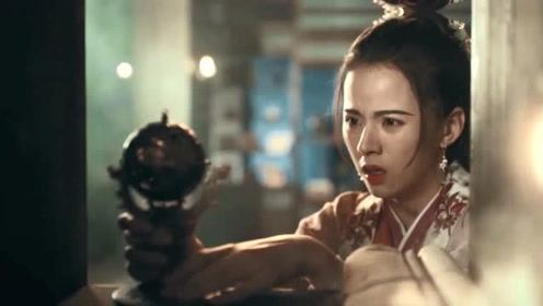 《殿下大人》林铮铮冒着大火找琴谱,藏的地方还真被她说中了!