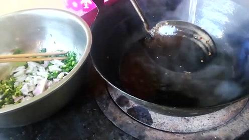 甘肃民勤泉嫂做的酸汤面,简单美味,泉哥连吃2碗不过瘾