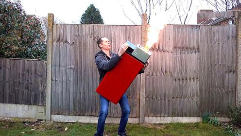 男子制作世界上最大的打火机,网友:这哪是打火机,这是喷火器啊!