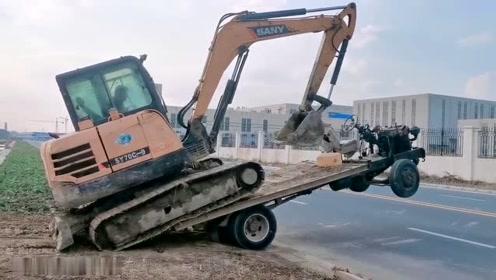 挖掘机上拖拉机,司机技术无敌!