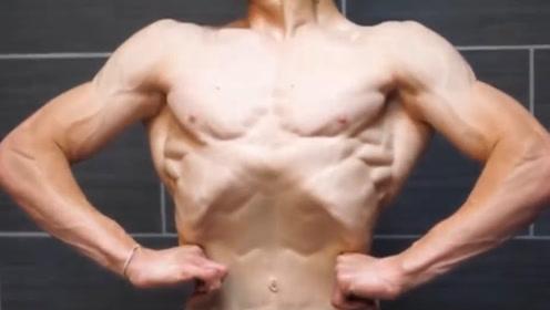 年仅18岁的肌肉少年,迷恋健身的他13岁就开始健身, 肌肉呈现拉丝状态