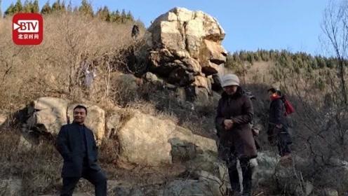 济南狮身人面像成打卡地 游人如织垃圾遍地 70岁老人每天捡20多斤垃圾