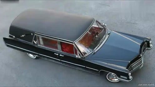 小伙网购买的一辆汽车模型,到货后拆下看了下,你觉得值吗?