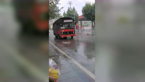 湖北恩施,木框公交车,见过没有?