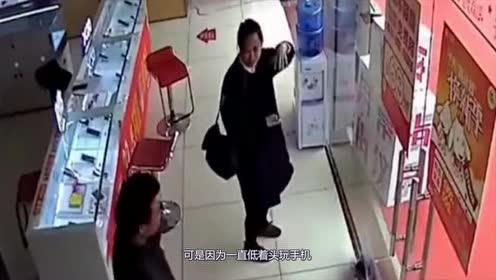 女子低头玩手机!我看到了也不提醒!静静地看你撞向玻璃门