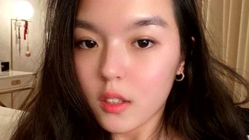 李咏17岁女儿再晒近照,浓眉大眼皮肤状态好,腰部纹身让人泪目