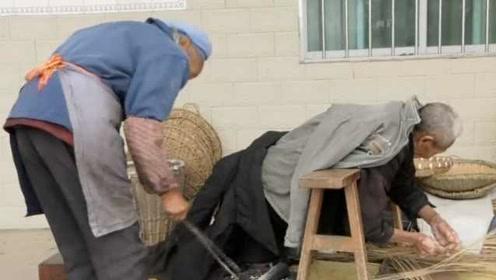 现实版执子之手与子偕老!8旬老太坚守一生,照顾瘫痪丈夫56年