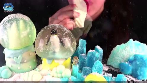"""小姐姐亲手打造""""南极""""冰山雪花竟都能吃,真是开眼界了"""