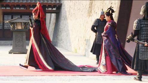 姐妹俩同天嫁给皇帝,待遇却天壤之别,姐姐一脸甜蜜妹妹苦不堪言