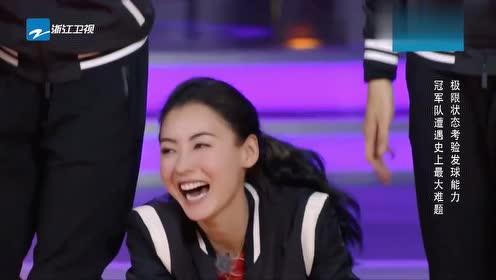 """中国女排丁霞遇""""变态游戏"""",晕到直接站不起来,网友:节目太狠"""