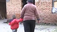 潍坊高密:父母双亡 俩孤儿艰难生活