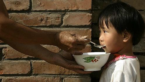 2岁男童竟患肠炎,只因奶奶喂了一口这个,医生痛骂奶奶愚昧