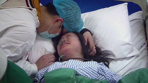 孕妇临产时跪求婆婆剖腹产,医院监控一回放,孕妇怒扇婆婆