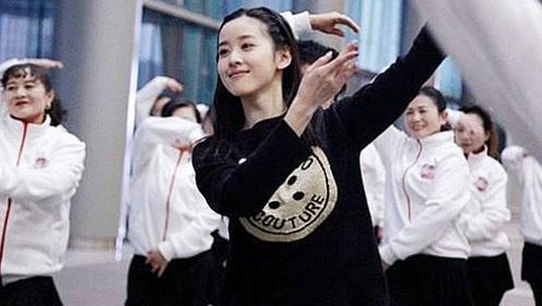 奶茶妹妹与大妈跳《小苹果》广场舞也能跳的这么美