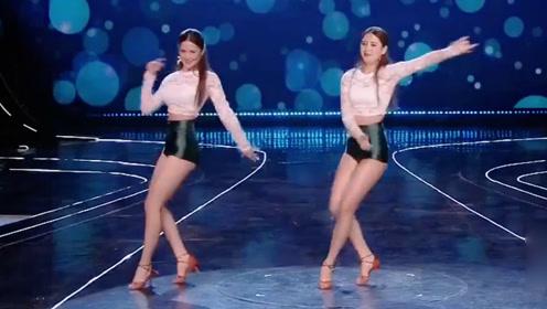 双胞胎姐妹跳火辣拉丁舞 画面美极了