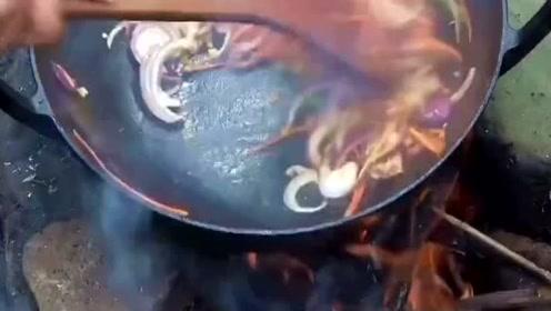 芝士年糕炒火鸡面,越辣越有味儿!