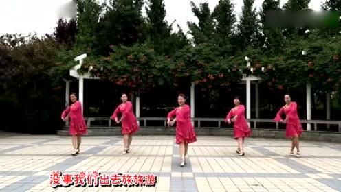 这样的广场舞跳起来也是一道靓丽的风景线!