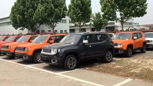 大量Jeep自由侠、自由光到店促销,哪款颜色才是你的最爱?