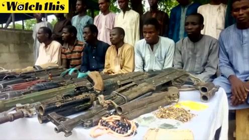 尼日利亚逮捕掳走女学生的博科圣地成员 缴获大量枪械和首饰