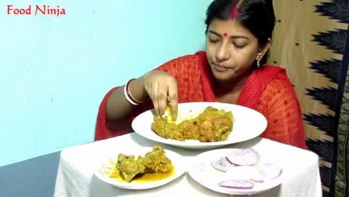 印度少女直播吃咖喱鸡肉饭,看她一口口吃的非常香,好开心啊