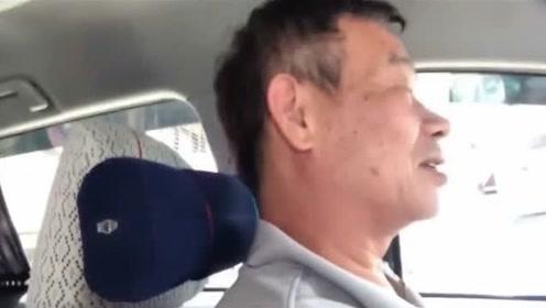 黑人巧遇载范范生产出租车司机 忙问有弄脏你车吗
