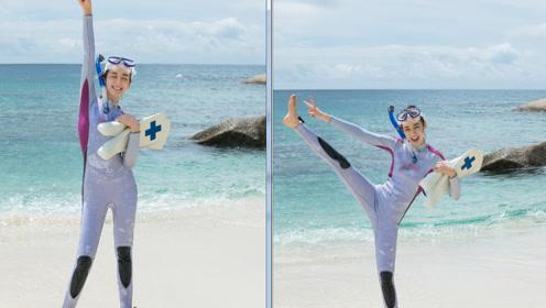 迪丽热巴学会游泳海边开心劈叉 比V灿笑快乐的像个孩子