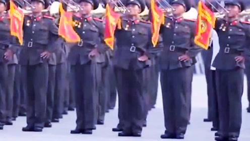 中国三军仪仗队一出场,外国士兵纷纷围观,这场面太给国人长脸了