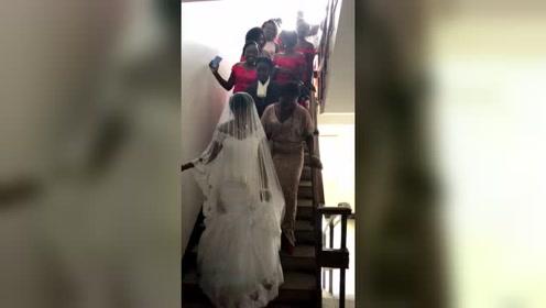 一位非洲新娘要结婚了,伴娘们看起来都好开心!
