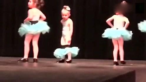 幼儿园舞蹈表演,中间女娃突然把裙子脱掉开始挠痒痒,这是闹哪样
