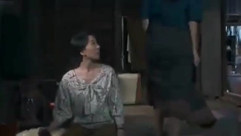 三面娜迦:黑蛇趁日食出来作妖,附女学生身上在地上爬!