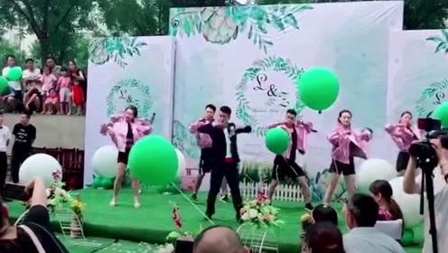 婚礼现场一群人热舞嗨翻全场!这样的婚礼我也想要