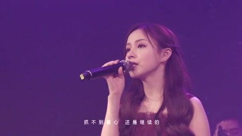 """周二珂献唱代表作《三角题》live!""""与二珂的约定""""生日演唱会"""