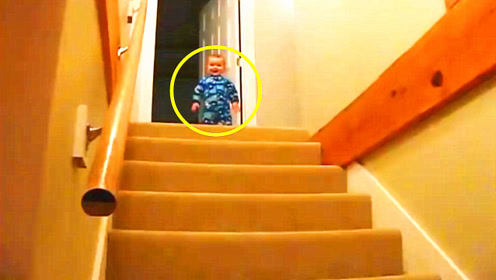 老爸喊1岁儿子下楼喝奶,宝宝1秒从2楼冲下来,爸妈都笑惨了