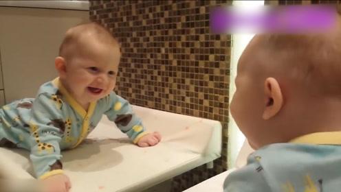 小宝宝第一次照镜子,接下来宝宝的反应太可爱了
