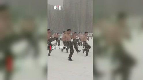 钢铁意志战士冰天雪地中赤膊训练