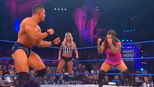 女人打得过男人?WWE男女精彩对决,你不会相信自己的眼睛
