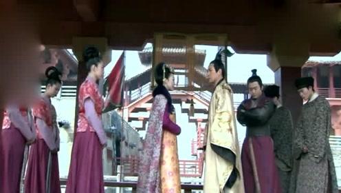 心机女质问皇上为何不立她为皇后,被皇上一句话怼回去,真解气