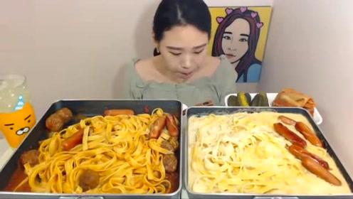 卡妹吃两大盘面条,牛奶加辣椒,这个搭配其他大胃王都怕了