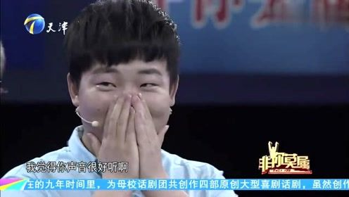 大学红人一上台就与涂磊搂搂抱抱,涂磊:看你那作死的样儿